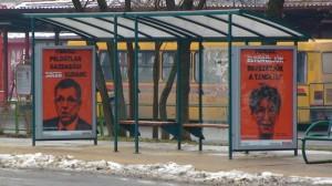 Plakátok a buszmegállókban