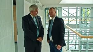Rajnai Attila Polics Józseffel az új épület műszaki átadásán