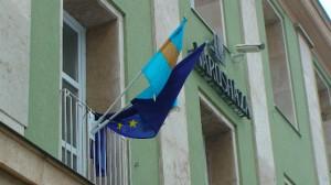 A székely zászló megfér az uniós mellett