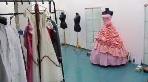 Háttérben a díjnyertes esküvői ruha