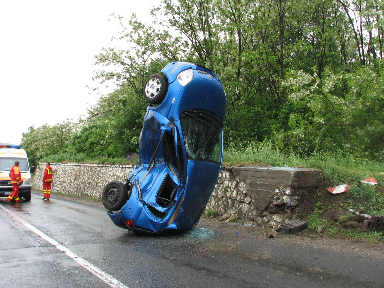 Ketten megsérültek a balesetben
