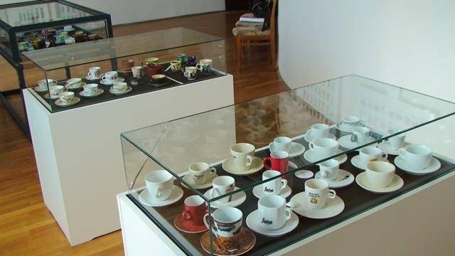Csész- és kártya kiállítás