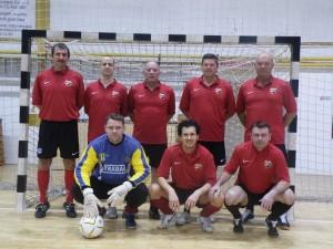 A 2. helyezett PMFC öregfiúk csapata